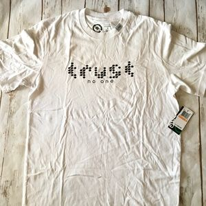 "LRG ""Trust No One"" Tee Sz S"